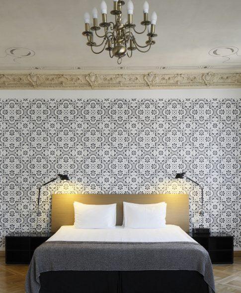 Studio Deluxe — Comfortable double-size bed, decorative mural, original historical ceiling, opulent designer lamp